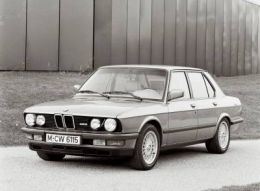 Классическая БМВ 5ой серии в кузове E28 (8/81-12/87)